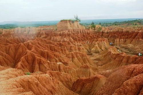 Dónde queda el Desierto de la tatacoa Colombia