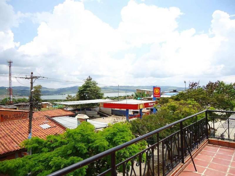 Terraza hotel mirador del lago