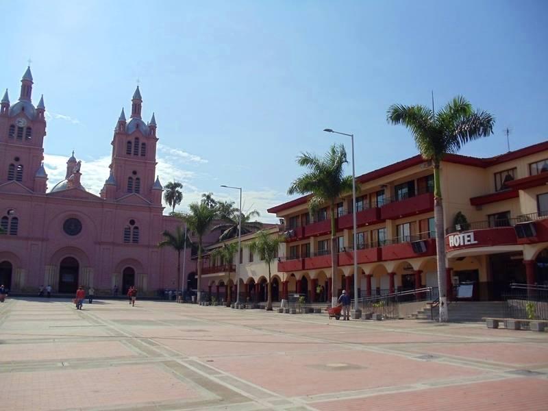 Hotel Casa del Peregrino muy cerca a la basílica de Buga