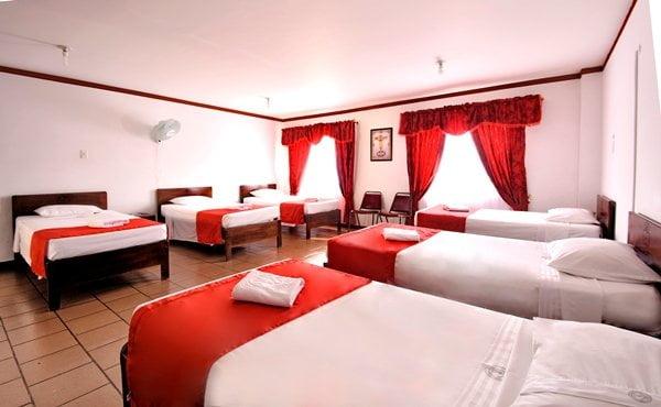 habitación múltiple hotel casa del peregrino