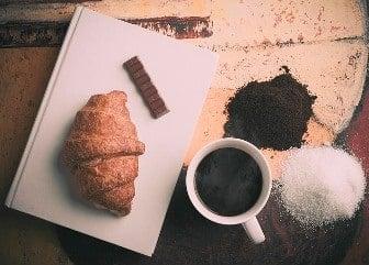 no dar a su gato chocolate, café o té