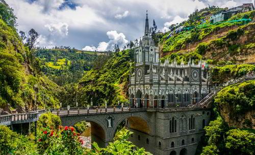 Resultado de imagen de santuario de las lajas, colombia