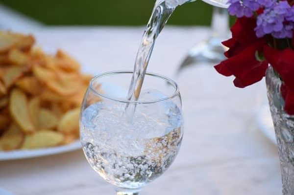 beber agua para adelgazar