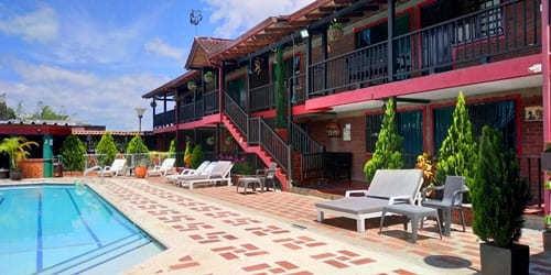 alojamiento en hoteles del lago calima