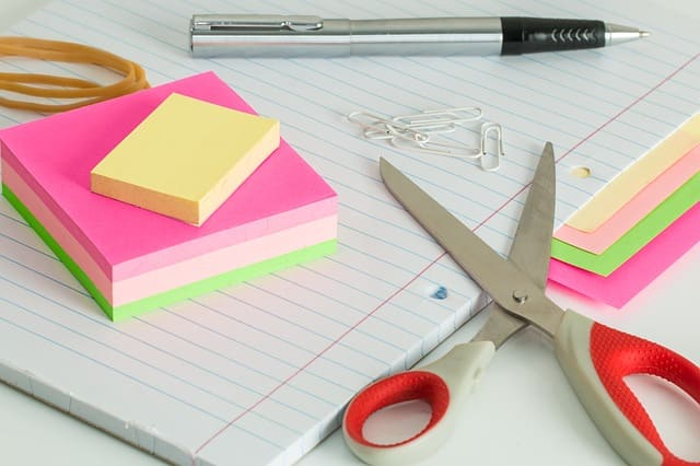 tijera de papelería y oficina